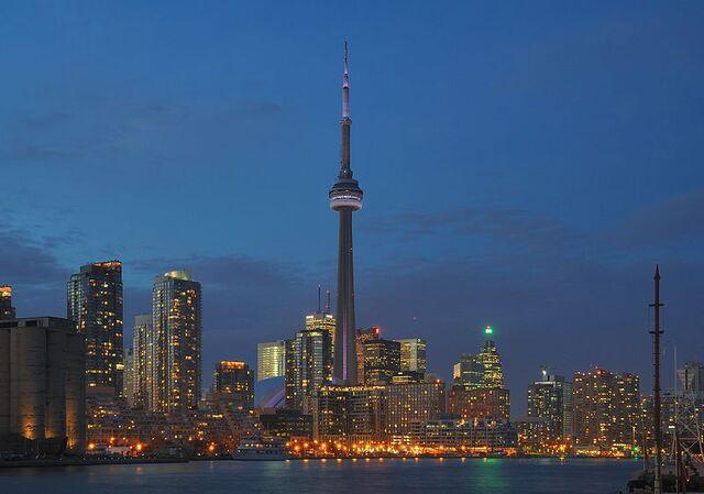 File:800px-Toronto - ON - Skyline bei Nacht.jpg