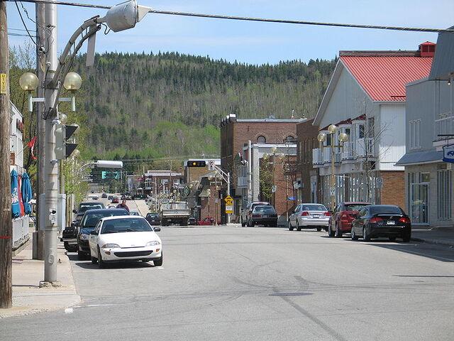 File:La Tuque, Quebec.jpg