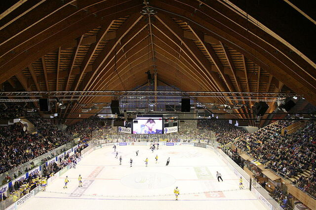 File:Innenaufnahme Vaillant Arena Davos.JPG