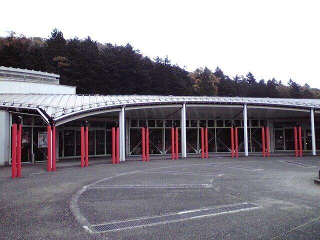 File:Nikko Kirifuri Ice Arena02.jpg