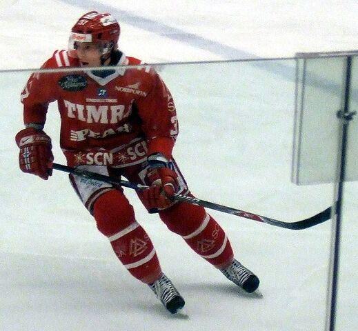 File:MikaPyöräläTimrå.jpg