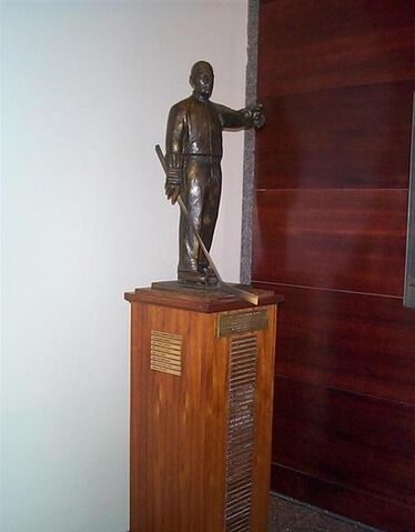 File:Lester patrick trophy.jpg