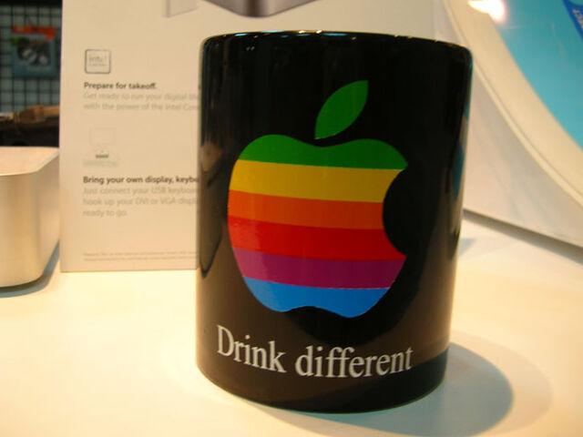 Berkas:MugAppleStore2.jpg