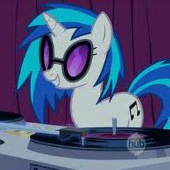 Vinyl Scratch/ DJ PON3