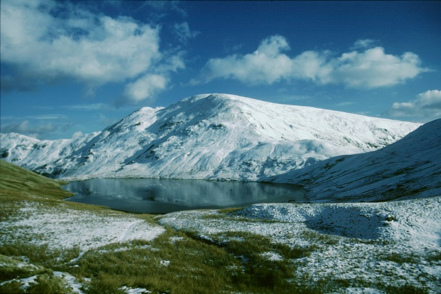 File:Geograph NY3412 Grisedale Tarn and Fairfield.jpg
