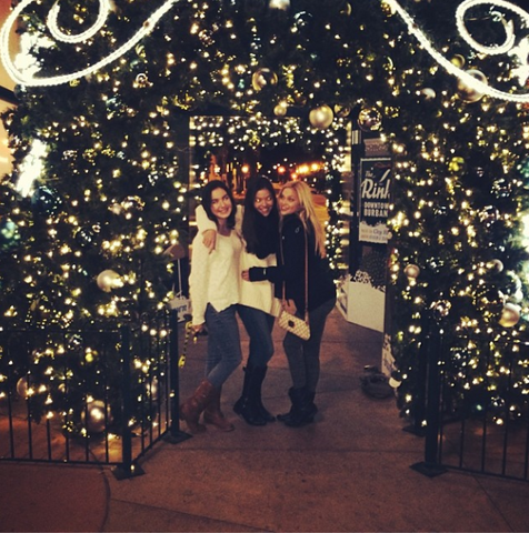 File:The Girls Next to Lights.png