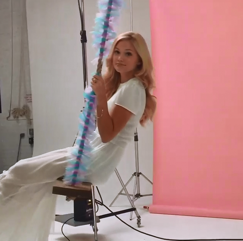 File:Olivia, White Dress and on a Swing.png