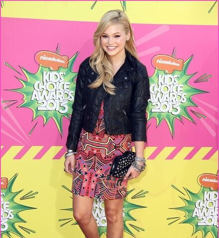 File:Olivia Holt at KCAs.jpg