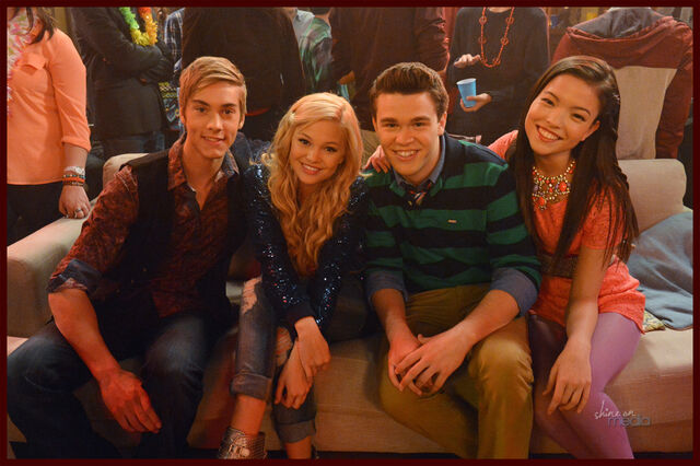File:Logan, Lindy, Garrett and Jasmine Party.jpg