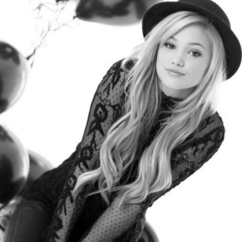 File:Olivia in Black and White.jpg