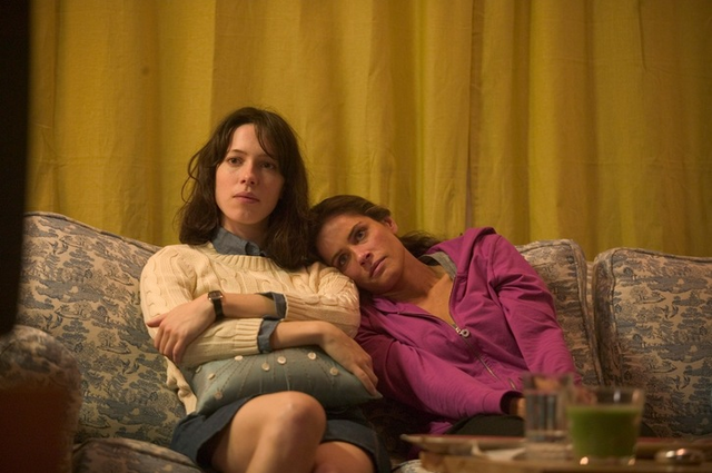 File:Rebecca Hall and Amanda Peet in Please Give.png