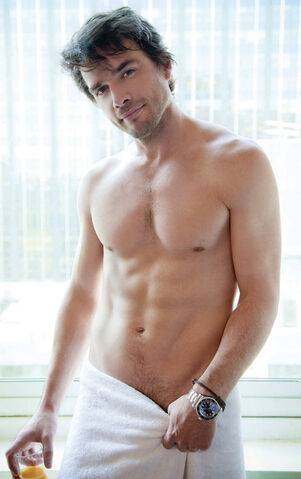 File:Matthew settle shirtless cosmo.jpg