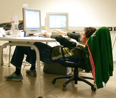 File:Bad keyboarding posture 6.jpg