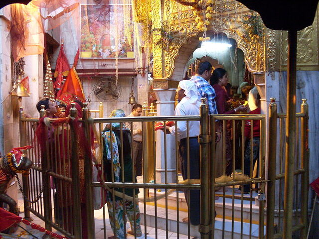 File:Chintpurni Temple.jpg