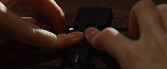 File:Shosanna locks the glued film.jpg
