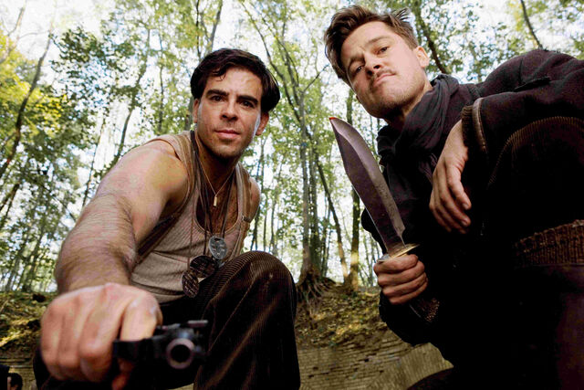 File:Inglourious Basterds Behind the scenes Eli Roth with a gun and Brad Pitt with his knife.jpg