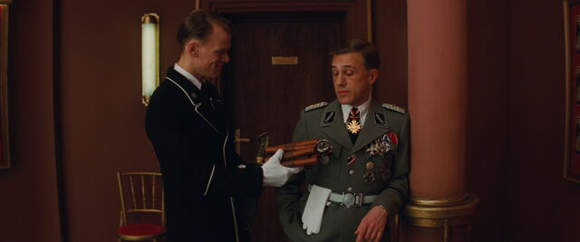 File:Hans Landa sees Aldo's bomb.jpg
