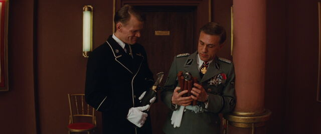 File:Hans Landa inspects the bomb and the Nazi usher holds Aldo's knife.jpg