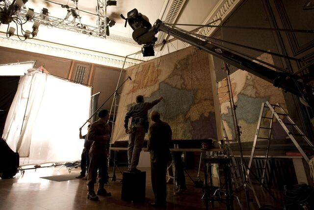 File:Inglourious Basterds Behind the scenes Michael Fassbender and Mike Myers.jpg