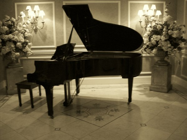 File:Grand Piano by Wolfgirl17591.jpg