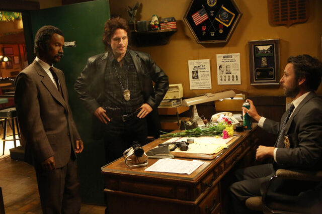 File:9x09 The Gang Makes Lethal Weapon 6 - 4.jpg