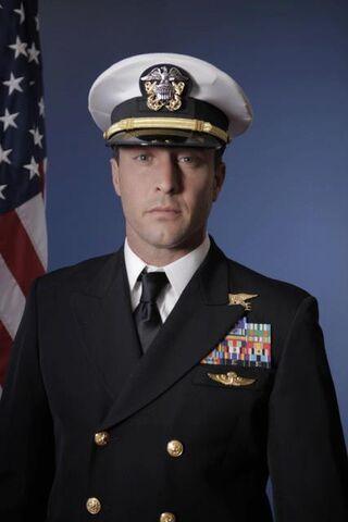File:Steven McGarrett in uniform.jpg