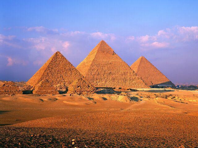 File:Pyramids-of-Giza-egypt-1239953 1600 1200.jpeg