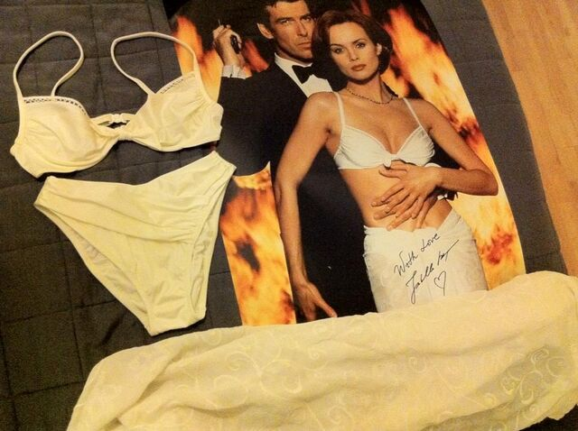 File:Outfit and signed picture.jpg