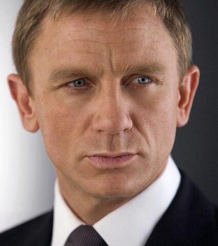 File:Bond - Daniel Craig - Profile.jpg
