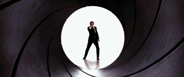 File:Quantum of Solace - Gun Barrel.jpg