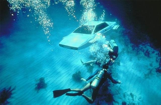 File:Lotus esprit s1 submarine-shooting on location.jpg