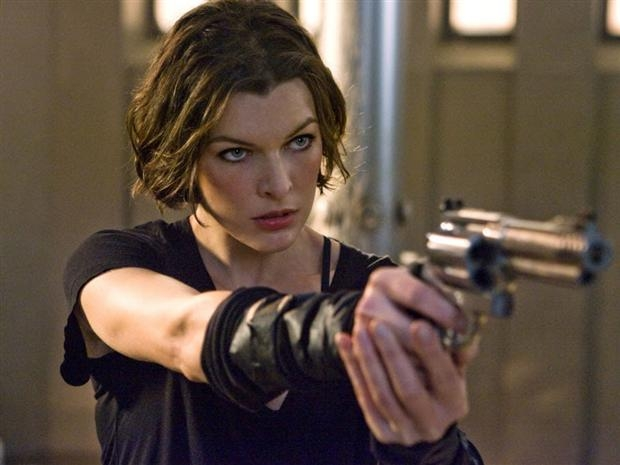 File:Milla Jovovich gun.jpg