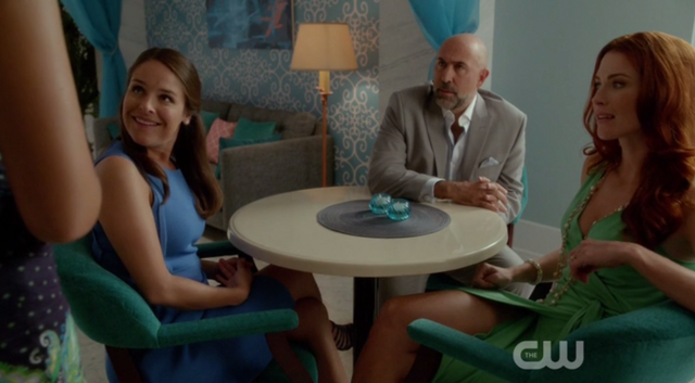 File:Rose and co meet Jane 1x03.png