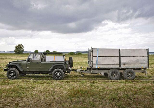 File:Jeep J8 3.jpg