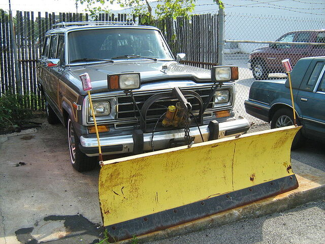 File:Jeep Grand Wagoneer snow blade frri.jpg