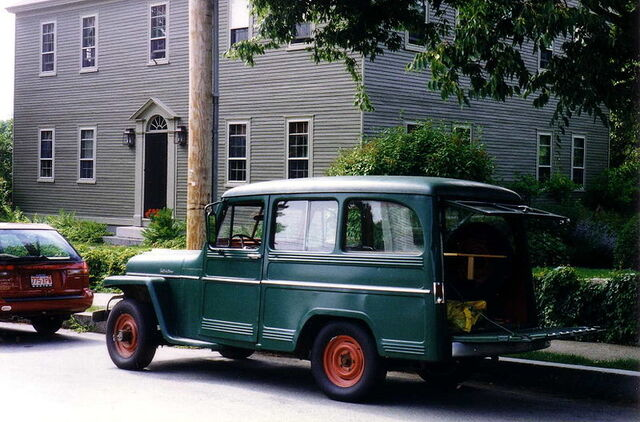 File:Willys Jeep Wagon green in yard maintenance use.jpg