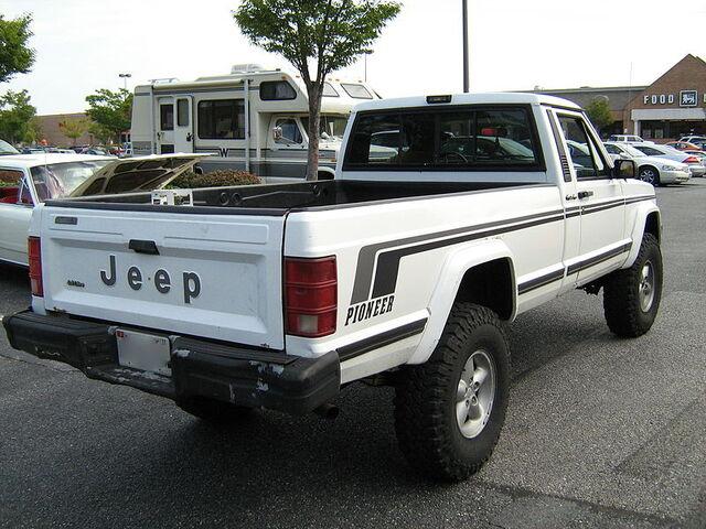 File:Jeep Comanche Pioneer white MD r.jpg