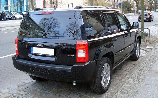 File:Jeep Patriot black rr.jpg