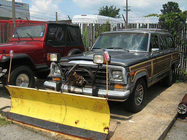 File:Jeep Grand Wagoneer snow blade frle.jpg