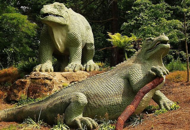 File:800px-Iguanodon Crystal Palace.jpg