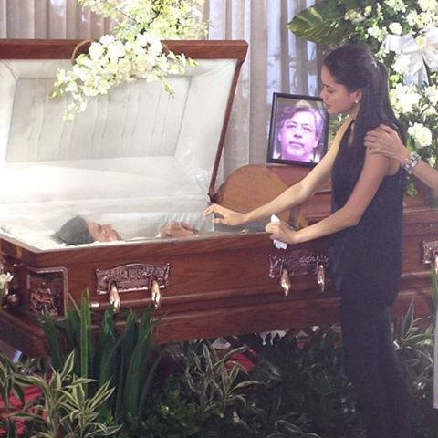 File:Rosario mourns for her father's death.jpg