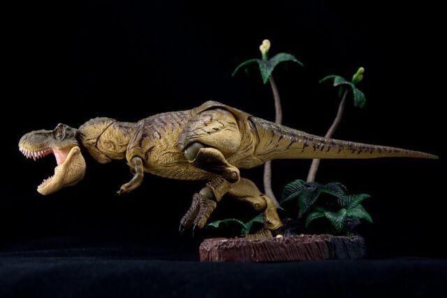 File:Revoltech-T-Rex-002-700x466.jpg