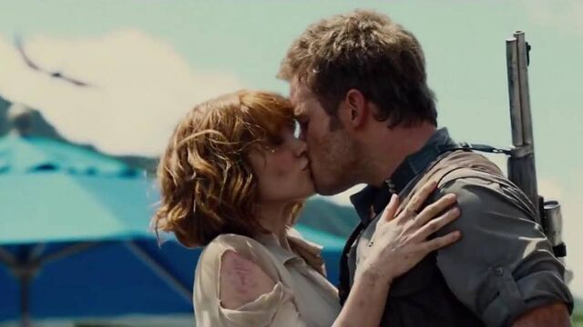 File:Owen and Claire kiss.jpg