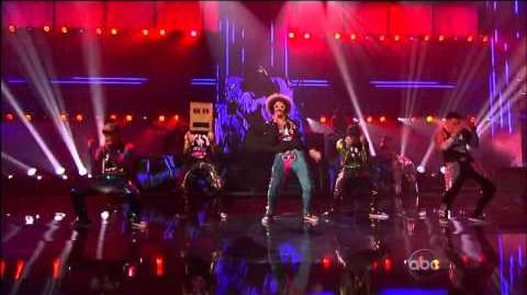 Party Rock Anthem Sexy And I Know It (With Keenan Cahill, LMFAO, Justin Bieber & David Hasselhoff)