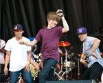 Justin singing at Easter Egg Roll, 5 April 2010
