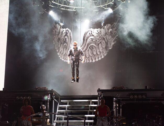 File:Justin-bieber-start-believe-tour-02.jpg