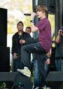 Justin singing at 2010 Easter Egg Roll