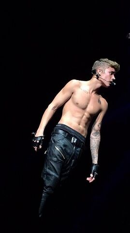 File:Justin Bieber Performing in Tokyo Japan 1.jpg