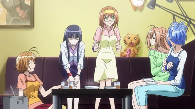 File:Kaede and her guests enjoying curry.jpg