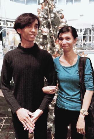 File:Akbar de Wighar & Chika Riznia Background Christmas Tree.jpg